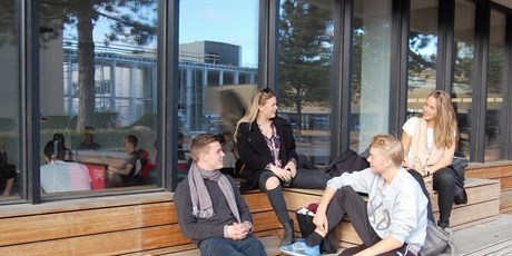 Students outside the canteen in Building 342. Photo: Vibeke Hempler