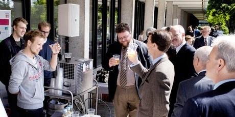 Prince Joachim tastes the beer from DTU Brew House