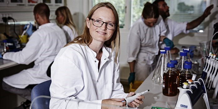Helene Faustrup Kildegaard is one of the researchers 'forcing' animal cells to produce substances that can be used in anti-cancer drugs, for example. Photo: Ulrik Jantzen