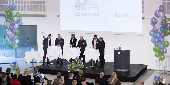 Fra venstre: Dr. Jan-Eric Sundgren, Senior Adviser, AB Volvo; Michael K. Rasmussen, Chief Marketing Officer, VELUX; Connie Hedegaard, EU's klimakommissær; Tor Nørretranders, forfatter; Steen Lindby, Director of Group Development, ROCKWOOL International A/S og Manfred Hegger, professor, Technische Universität Darmstadt. Foto: Thorkild Amdi Christensen