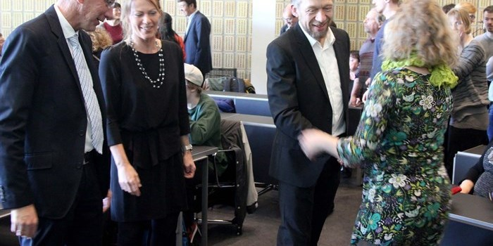Professor Jens Oluf Jensen congratulated by colleague Dr. Luise Kuhn with head of department Søren Linderoth and Jens Oluf Jensens wife as onlookers